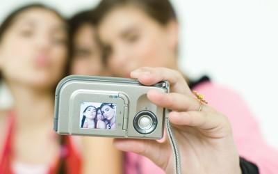 "Generazione ""Selfie"": Rischi per la Privacy"
