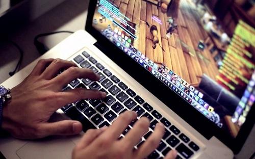 Giochi Online: Dipendenza e Rischio Sicurezza per i Dispositivi